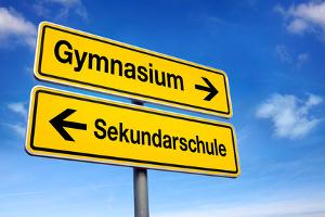 Schilder Gymnasium Pfeil rechts Sekundarschule Pfeil links